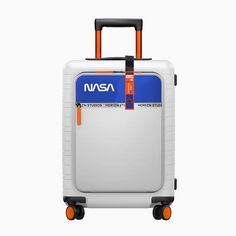 old astronaut-in-training alyssa carson has teamed up with smart travel brand horizn studios to co-design space-travel inspired NASA cabin luggage. Nasa Planets, Nasa Astronauts, Astronomy, Cabin Luggage, Hand Luggage, Luggage Case, Space Tourism, Space Travel, Apollo 11