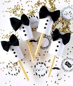Tuxedo Confetti Poppers for an Oscars Viewing Party Oscars Viewing Party Ideas – tuxedo party poppers via Kristi Murphy Related Oscar Party, Nye Party, Festa Party, Party Time, Party Fun, Confetti Poppers, Party Poppers, Diy Confetti, Wedding Confetti