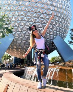 37 Ideas Photography Poses Selfie Senior Pics For 2019 Disney World Outfits, Disney World Fotos, Disney World Trip, Disney Vacations, Disney Trips, Disney Instagram, Photo Instagram, Insta Photo, Cute Disney Pictures