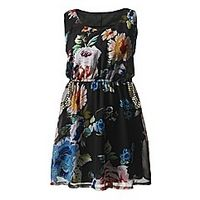 AX Paris Floral Stud Pocket Dress - Large Size Clothing and Maternity Wear - www.plussizedglamour.co.uk