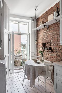 Home Interior Green brick wall in kitchen.Home Interior Green brick wall in kitchen Brick Wall Kitchen, White Apartment, Design Blog, Home And Deco, White Houses, Home Interior, White House Interior, Eclectic Decor, Dining Room Design