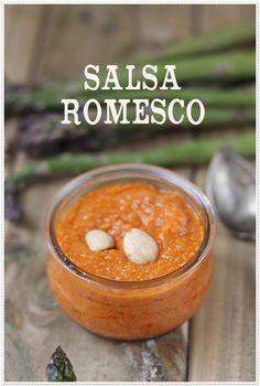 Verduras gratinadas y salsa romesco {by Paula, Con las Zarpas en la Masa} Sauce Recipes, Wine Recipes, Mexican Food Recipes, Great Recipes, Vegan Recipes, Tapas, Barbacoa, Chutney, Sauce Salsa