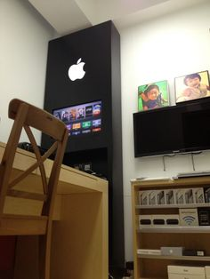 David Wu's amazing Apple Store inspired home office. This is cool!