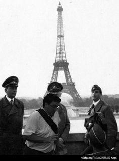 Hitler en París... y nuestro inevitable arruina fotos...