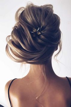 Chic Side Bun ❤ Though your big forehead can spoil some looks, with some right hairstyles it's not a disaster! Dive in our gallery to see how you can hide it stylishly. #bigforehead #lovehairstyles #hair #hairstyles #haircuts Wedding Hairstyles For Long Hair, Up Hairstyles, Pretty Hairstyles, Straight Hairstyles, Bridal Hairstyles, Hairstyle Wedding, Everyday Hairstyles, Messy Wedding Updo, Hair Wedding