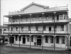 Fosters Hotel, Wanganui, with decorative cast-ironwork on the verandahs. Photograph taken by Frank J Denton in 1907.