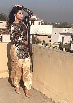 Image may contain: 1 person Patiala Suit Designs, Patiala Salwar Suits, Salwar Suits Party Wear, Churidar, Indian Suits, Indian Attire, Indian Wear, Indian Dresses, Punjabi Dress
