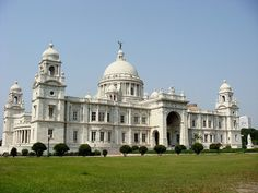 Это одна из самых важных богинь в индуизме и основное божество в Западной Бенгалии. Храм находится рядом с городом и был построен в 1855 году.