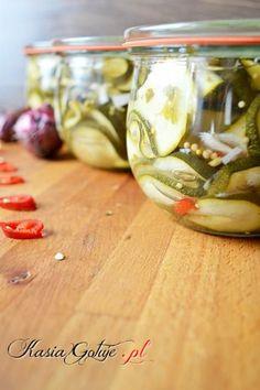 Sałatka z cukinii z zieloną pietruszką Polish Recipes, Earthenware, Preserves, Pickles, Cucumber, Pantry, Wine Glass, Chili, Canning