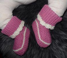 Oppskrift- strikkede babysokker   Har brukt garnetDUO fra Sandnesgarn, og pinne nr 3,5        Dennemodellen sitter svært godt på foten. ...
