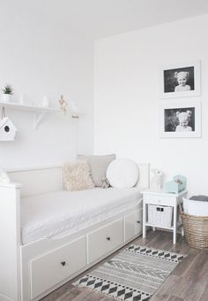 all-white kids room Ikea Daybed, Daybed Room, Small Room Bedroom, Girls Bedroom, Bedroom Decor, Bedroom Lighting, Bedroom Ideas, Bedrooms, Bedroom Lamps