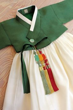 Korean Traditional Dress, Traditional Fashion, Traditional Dresses, Korean Dress, Korean Outfits, Korea Fashion, Japan Fashion, Dresses Kids Girl, Girl Outfits