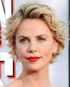 short+wavy+hairstyles+for+women+-+Charlize+Theron+short+wavy+hairstyle