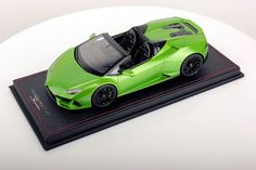Huracán EVO SPYDER collector's model in 1:18 scale by Mr. The Huracán EVO represents the natural evolution of the most successful V10 in Lamborghini history. It is the result of fine-tuning and consolidation which involves the already existing features and performance of Huracán, combined with the development of new solutions in terms of efficiency and design. #Lamborghini #ModelCars #SuperSportsCar #LamborghiniClub #Diecast #DiecastPhotography #DiecastCollector #DieastCollection…