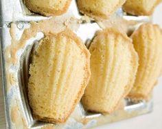 Biscoito de maisena com leite condensado. Com somente 3 ingredientes você faz aproximadamente 100 biscoitinhos. A garotada vai adorar.