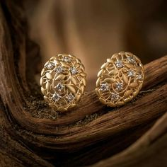 Diamond Earrings Indian, Gold Jhumka Earrings, Gold Earrings Designs, Gold Jewellery Design, Gold Jewelry, Jewelery, Diamond Jewelry, Ruby Jewelry, Gold Bangles