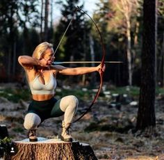 Responsible hunting, game management and wildlife conservation are important aspects of any wild game hunting, but many find the challenge of deer hunting to be the most challenging. Here are some ideas and deer hunting tips to make y Bow Hunting Girl, Bow Hunting Women, Deer Hunting Tips, Archery Hunting, Crossbow Hunting, Hunting Stuff, Hunting Gear, Bow Hunting Tattoos, Archery Tips