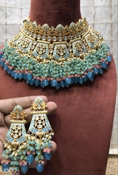 - Source by - Bridal Jewellery Inspiration, Indian Bridal Jewelry Sets, Indian Jewelry Earrings, Jewelry Design Earrings, Bridal Bangles, Bridal Necklace, Wedding Jewelry, Silver Jewelry, Antique Jewellery Designs