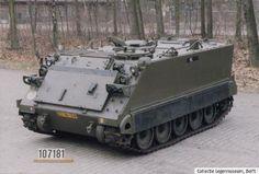 M113A1 personeel. Basismodel van één van de meest geproduceerde militaire voertuigtypen. De M113A1 is verhoudingsgewijs licht van gewicht (de pantsering is niet van staal maar van aluminium). Het voertuig is in eerste instantie bedoeld voor het verplaatsen van gevechtseenheden in verschillende soorten terrein, maar het is ook geschikt voor het oversteken van waterlopen.