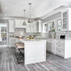 44 + Stylish White Kitchen Cabinets Decor - Home By X Kitchen Cabinets Decor, Kitchen Cabinet Design, Interior Design Kitchen, White Cabinets In Kitchen, Kitchen Furniture, Ikea Cabinets, Island Kitchen, Cabinet Decor, Kitchen Shelves