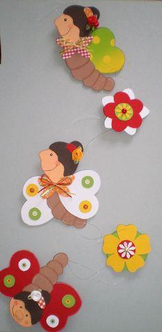 FENSTERBILD - Schmetterlingskette - Frühling- Sommer -Dekoration - Tonkarton! - EUR 12,90. Hallo, willkommen ... Sie kaufen hier ein selbst gebasteltes Fensterbild / Türdekoration / Spiegel - Schmuck - Deko... ~~~~~~~~~~~~~~~~~~~~~~~~~~~~~~ Die schöne Schmetterlingskette ist bereit für den kommenden Frühling. Siie ist ein Hingucker in jedem Fenster und kann sie bis in die Sommerzeit hin begleiten. ****************************** Das Bild wurde sehr aufwendig und liebevoll, beidsei...