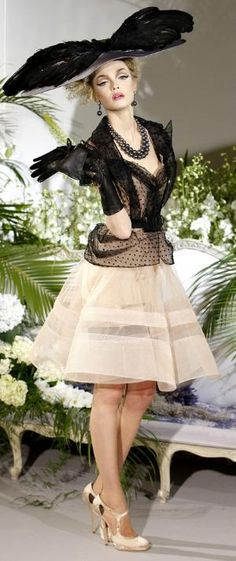 John Galliano for Christian Dior Fall Winter 2009 Haute Couture Dior Haute Couture, Couture Christian Dior, Style Couture, Couture Fashion, Couture Details, Fashion Details, Foto Fashion, Dior Fashion, Fashion Moda