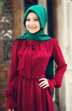 Gamze Polat - Bordo Flarlı Elbise *She looks like red riding hood anyway. Modern Hijab Fashion, Islamic Fashion, Abaya Fashion, Muslim Fashion, Modest Fashion, Fashion Dresses, Hijab Abaya, Hijab Dress, Hijab Outfit