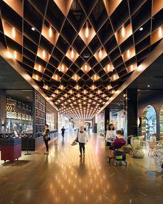 Finding the Best Lobby Design - ceiling design Hotel Lobby Design, Interior Design Courses, Best Interior Design, Luxury Interior, Cafe Design, Store Design, Lounge Design, Vitrine Design, Gallery Lighting
