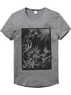 Scotch & Soda Monochrome Flower Print T-Shirt Cool Graphic Tees, Cool Tees, Cool Shirts, Tee Shirts, Shirt Men, Surf Outfit, Monochrom, Fashion Graphic, Printed Shirts