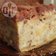 Een heerlijke, smeuïge cake met appel en walnoten. Simpel, snel en lekker!
