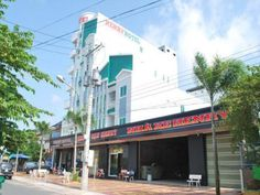 Rach Gia (Kien Giang) Henry Hotel Vietnam, Asia Ideally located in the prime touristic area of Rach Gia, Henry Hotel promises a relaxing and wonderful visit. Featuring a complete list of amenities, guests will find their stay at the property a comfortable one. Facilities like free Wi-Fi in all rooms, 24-hour front desk, 24-hour room service, luggage storage, Wi-Fi in public areas are readily available for you to enjoy. Comfortable guestrooms ensure a good night's sleep with so...