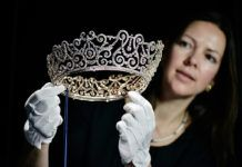 Caroline de Guitaut, Curator of Royal Collections, holds the Delhi Durbar Tiara, which was loaned to the Duchess of Cornwall in at the Diamonds: A Jubilee Celebration exhibition which forms. Get premium, high resolution news photos at Getty Images Royal Tiaras, Royal Jewels, Tiaras And Crowns, Crown Jewels, Delhi Durbar, Reine Victoria, The Royal Collection, Diamond Crown, British Royal Families