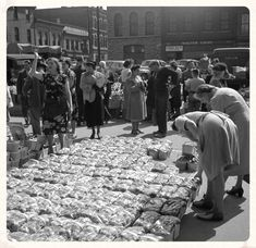 1949 – Other shot from the Byward Market scene at the corner of George Street and William Street. The baskets are laid out in front of the Byward Market Square. Canadian Forest, Capital Of Canada, Williams Street, Canadian History, Largest Countries, Ol Days, Ottawa, Ontario, North America