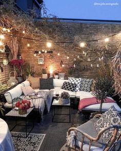 Bohemian Garden Backyard and Patio Ideas Outdoor Rooms, Outdoor Gardens, Outdoor Living, Outdoor Decor, Cozy Patio, Cozy Backyard, Backyard Patio Designs, Patio Ideas, Patio Seating