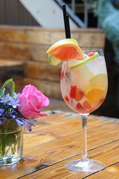 White Sangria  Kensal Green's legendary bar, Paradise, knows a thing or two about yummy cocktails. Who better, then, to give the classic sangria recipe a bit of a makeover?Ingredients: 150ml white wine 15ml lychee liquor 25ml Cointreau 10ml elderflower cordial Top with lemonade or soda, your preference   Raspberries, the zest of an orange, grapes, and a chopped apple to ...