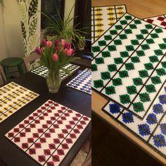 Bordstabletter i Berså mönster. Gjorda i rörpärlor, Hama o Nabbi.