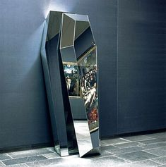 Mirror coffin, Installation by Jan Van Oost. Can someone make sure I have one of these, please?