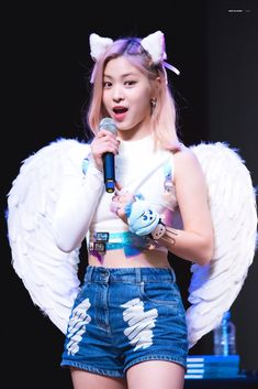 ITZY-RYUJIN 190814 Fansign South Korean Girls, Korean Girl Groups, Makes Me Wonder, New Girl, Overall Shorts, Girl Crushes, Kpop Girls, Denim Skirt, Harajuku