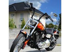 Harley Davidson Dyna Wide Glide mit Airbrush Flames   Hersteller:     Harley-Davidson Hubraum:     1449 ccm    Modellbezeichnung:     Dyna Wide Glide FXDWG Leistung:     50 kW     Farbe:     Schwarz Erstzulassungsdatum:     01.07.2001 Kilometerstand:     29400 mil HU / AU (Ablaufdatum):     02.2016 Zustand ist TOP, alle Chromteile sind in bester Form. Absolut trocken, Bremsen & Reifen 80%, passender Helm dabei - NEU