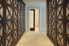 Die Türen Von Schränken Als Akzentuiertes Innendetail   Verwerfen  Anspruchsvolle Und Aufdringliche Spiegel Zugunsten Stilvoller Designlösungen