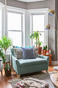Etsy Trend Expert Decor Tips From Eclectic Brooklyn Home bay window with a cozy, turquoise armchair Bay Window Decor, Bay Window Living Room, My Living Room, Home And Living, Living Room Furniture, Living Room Decor, Armchair Living Room, Bay Window Bedroom, Armchair Table