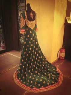 Shyamal n bhumika gown Bollywood Lehenga, Bollywood Outfits, Bollywood Dress, Bollywood Fashion, Pakistani Wedding Outfits, Bridal Outfits, Bridal Dresses, Chiffon Dresses, Indian Dresses