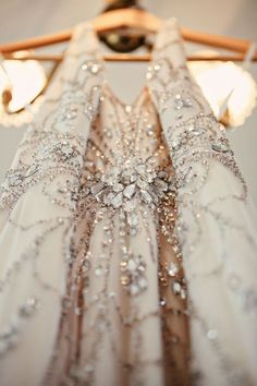 Gorgeous detailing and sequins on dress by Jenny Packham Vintage Glam, Vintage Inspired, Fashion Details, Look Fashion, Couture Details, Dress Fashion, Fashion Beauty, Luxury Fashion, Womens Fashion