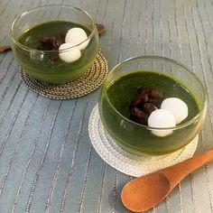 抹茶のほろ苦さや口にしたあとの清涼感、透き通るような深緑色は、夏の厳しい暑さを和らげ、心も穏やかにしてくれます。 今回はそんな抹茶を贅沢に使い、思わず目を閉じて味わいたくなるような濃厚レシピを作り方のコツとあわせてご紹介します。