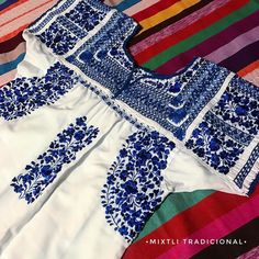 Blusa bord ada a mano San Antonino Mexican Blouse, Mexican Outfit, Mexican Dresses, Mexican Style, Crazy Outfits, Cute Outfits, Fiesta Dress, Mexican Textiles, Love Fashion