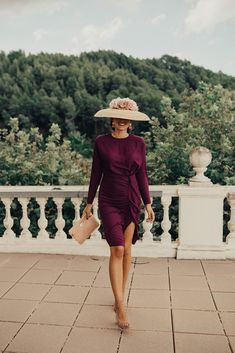 Look invitada boda: el tono vino que me flipa! Sin categoría - Confesiones de una Boda Hijab Fashion, Fashion Beauty, Wedding Guest Looks, Royal Clothing, Hijab Dress, Elegant Outfit, Classy And Fabulous, Classy Women, Winter Dresses