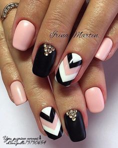 The advantage of the gel is that it allows you to enjoy your French manicure for a long time. There are four different ways to make a French manicure on gel nails. Em Nails, Pink Nails, Hair And Nails, Chevron Nails, Crazy Nails, Fancy Nails, Cute Nails, Fancy Nail Art, Cute Acrylic Nails