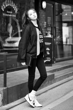Lee Sung Kyung for Korean Street Fashion Korean Fashion Styles, Korean Street Fashion, Korea Fashion, Kpop Fashion, Asian Fashion, Girl Fashion, Korean Outfits, Mode Outfits, Casual Outfits
