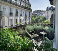 MAX HOTEL Paris: Official website - 3 star design boutique Hotel with 19 rooms near Montparnasse and Porte de Versailles! The hotel is Outdoor Spaces, Outdoor Living, Hotel Pool, Love Your Home, Rooftop Garden, Paris Hotels, Outdoor Settings, Affordable Hotels, Backyard