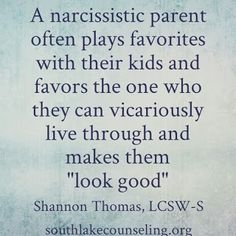 My Narcissistic Mother In Law plays these tactics with her children. She 'loves' her eldest son because he has the most wealth and 'fame'. Narcissistic People, Narcissistic Mother, Narcissistic Behavior, Narcissistic Sociopath, Narcissistic Personality Disorder, Familia Quotes, Emotional Abuse, Verbal Abuse, Toxic Relationships